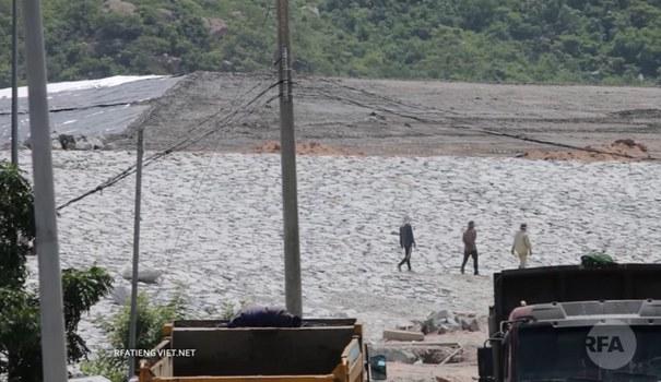 Bãi xỉ than của Nhà máy nhiệt điện Vĩnh Tân. (ảnh minh họa chụp trước đây)