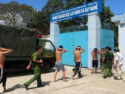 Học viên cai nghiện ở Vũng tàu trốn trại bị bắt trở lại, tháng 11/2016.