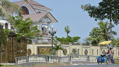 Căn biệt thự hoành tráng gây chú ý dư luận của nguyên Tổng Thanh tra Chính phủ Trần Văn Truyền tại Bến Tre.