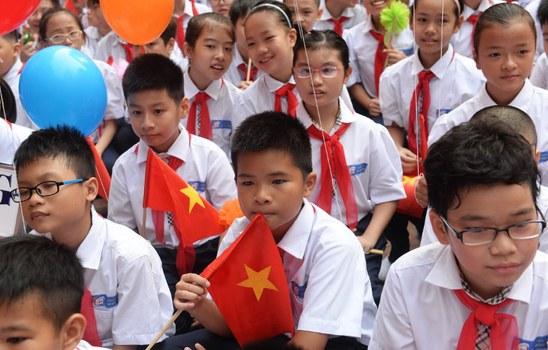 Học sinh một trường THCS Hà Nội dự lễ khai giảng.
