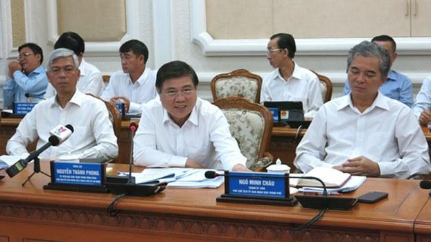 Chủ tịch UBND TP Nguyễn Thành Phong (giữa) tại phiên họp hôm 30/8/2019.