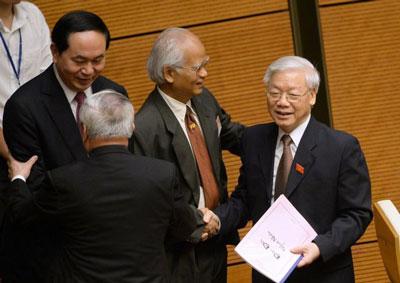 Tổng Bí thư đảng cộng sản Việt Nam Nguyễn Phú Trọng (phải) và Chủ tịch nước Trần Đại Quang (trái) tại Hà Nội vào ngày 20 tháng 10 năm 2016.