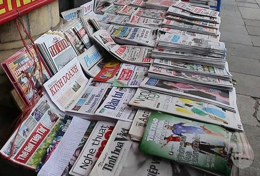 Ảnh minh họa: Một sạp bán báo trên vỉa hè ở Việt Nam.