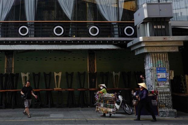 Một quán bar đã đóng cửa trên đường Bùi Viện, TP HCM.