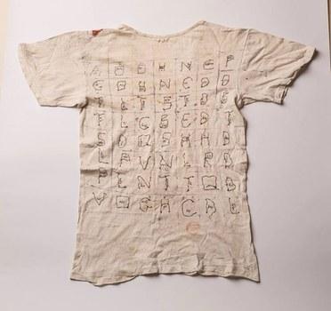 Chiếc áo kêu oan của tử tù Nguyễn Văn Chưởng.