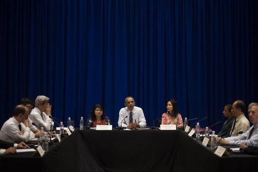 Tổng thống Mỹ Barrack Obama gặp gỡ đại diện một số tổ chức dân sự Việt Nam, ngày 24 tháng Năm, 2016, tại Hà Nội.