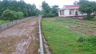 Con đường vào nhà thờ giáo họ Yên Lạc (giaoxutanloc)