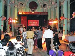 Tu viện Dòng Chúa Cứu thế Thái Hà có lịch sử và được nhà nước mượn. Phòng Thánh đã được biến thành chỗ ăn chơi, nhảy đầm. Source nuvuongconly