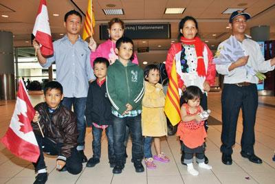 Một gia đình dân tộc theo đạo Tin Lành, từ vùng Tây Nguyên chạy sang Thái Lan xin tị nạn năm 2010. Sau đó gia đình của anh Siu A Nem và 7 người con khi đến Canada tháng 7 năm 2014 (RFA)