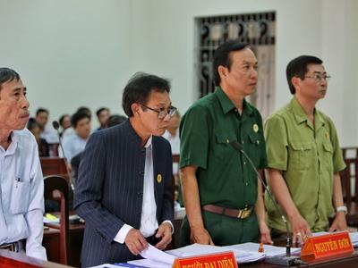 Đại diện phía nguyên đơn (LS. Phạm Công Út) tại một phiên tòa.