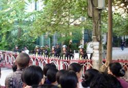 thaiha_police-catholic-09242008-250.jpg