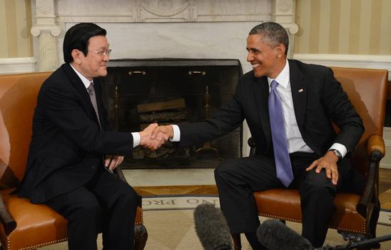 Hình minh họa. Tổng thống Mỹ Barack Obama bắt tay Chủ tịch Trương Tấn Sang ở Nhà Trắng hôm 25/7/2013