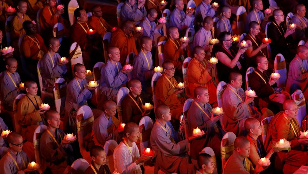 Biển người viếng chùa Tam Chúc có nói lên sự hưng thịnh của Phật giáo?