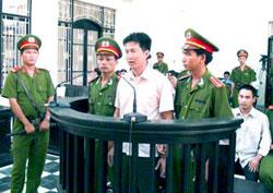 Nguyễn Hoàng Quốc Hùng tại phiên tòa sơ thẩm. Photo courtesy thongtinberlin.de