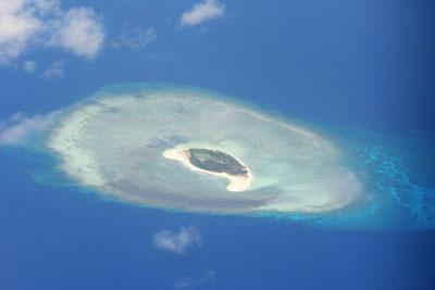 Ảnh chụp từ trên một hòn đảo ở Trường Sa ngày 21 tháng 4 năm 2017.
