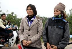 Chị Nguyễn Thị Hiền (trái) và chị Nguyễn Thị Thương. Photo courtesy of vietbao.vn