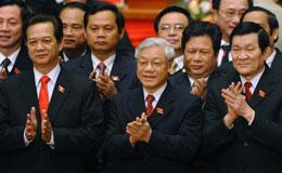 Các nhà lãnh đạo cộng sảng Việt Nam, (hàng đầu từ phải) Chủ tịch nước Trương Tấn Sang, Tổng Bí thư Nguyễn Phú Trọng, và Thủ tướng Chính phủ Nguyễn Tấn Dũng.