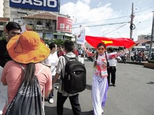 Cô giáo Linh tham gia biểu tình ngày Chủ Nhật 17 tháng 7, 2011