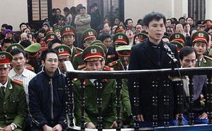 Anh Đặng Xuân Diệu trước tòa.