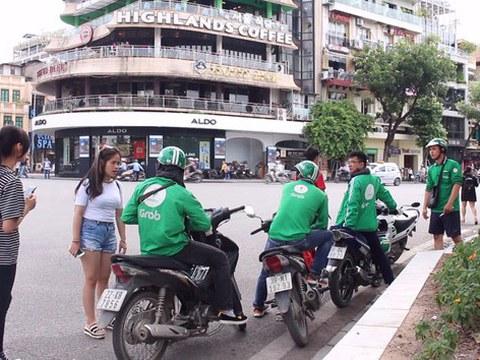 Lái xe Grab Bike tại Việt Nam.