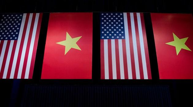Ảnh minh họa: Cờ Mỹ và cờ Việt Nam.