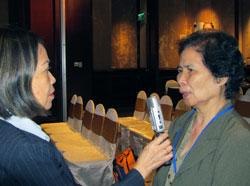 Tiến sĩ Vương Thị Hanh (phải) trong một lần trả lời phỏng vấn của PV Thanh Trúc. RFA photo