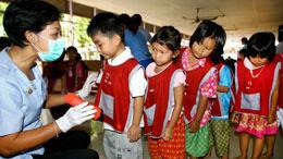 Khám bệnh cho trẻ em tại các trường mẫu giáo (minh hoạ)Source anninhthudo
