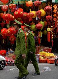 Lồng đèn Trung Thu Trung Quốc bày bán tại Việt Nam. AFP photo