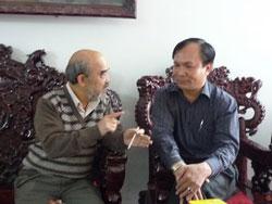 GS Đặng Hùng Võ và luật sư Minh đang thảo luậnBlog nguyenquangvinh
