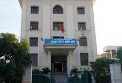 Tòa nhà trụ sở Chi cục thuế Thành phố Quảng Ngãi hôm 05-07-2011. RFA PHOTO.