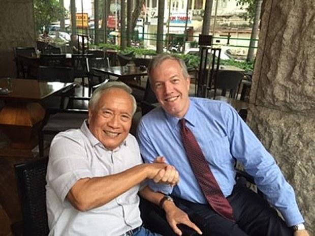 Đại sứ Mỹ Ted Osius gặp Bs Nguyễn Đan Quế ngày 16-10-2015. Cùng hiện diện trong buổi tiếp kiến này còn có Tổng Lãnh Sự Hoa Kỳ ở Saigon Rena Bitter