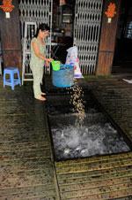 Một hộ nuôi cá tra đơn lẻ. AFP
