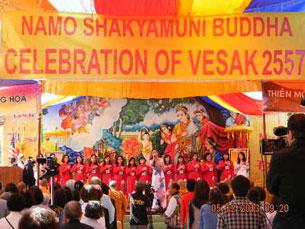 Đại lễ Phật Đản tại chùa Bảo Phước hôm 12/05/2013. Photo courtesy of vietnamdaily.
