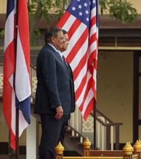 Bộ trưởng bộ quốc phòng Hoa Kỳ, Leon Panetta và Bộ trưởng Bộ Quốc phòng Thái Lan, Sukampol Suwannathat tại Bangkok, Thái Lan hôm 15-11-2012. RFA PHOTO.