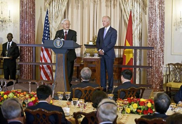 Tổng Bí thư Nguyễn Phú Trọng phát biểu trước bữa ăn với Phó Tổng thống Mỹ Joe Biden tại Bộ Ngoại giao Hoa Kỳ vào ngày 07 Tháng Bảy 2015 tại Washington, DC