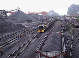 Hiện nay hoàn cảnh ngành than của Việt Nam đã gần mức báo động đỏ. Source tapchithuongmai