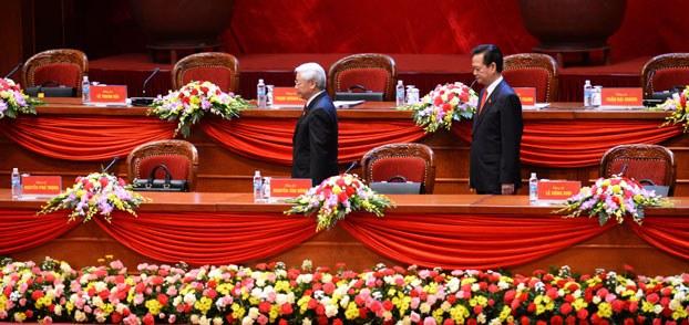 Tổng Bí thư Nguyễn Phú Trọng và Thủ tướng Nguyễn Tấn Dũng tại Đại hội Đảng Cộng sản Việt Nam lần thứ 12 hôm 21/1.