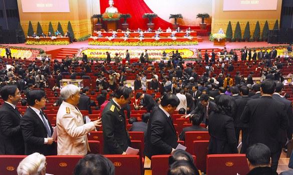 Đại Hội Đảng Cộng Sản Khóa 12 bỏ phiếu và đếm phiếu kéo dài hơn 5 giờ đồng hồ để chọn 180 ủy viên chính thức và 20 ủy viên dự khuyết cho Ban Chấp Hành Trung Ương khóa mới, tức khóa XII, ảnh chụp hôm 26/01/2016.