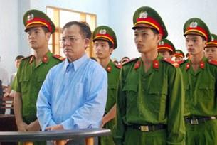 Mục sư Nguyễn Công Chính bị kết án 11 năm tù tại phiên toà ngày 26 tháng 3, 2012