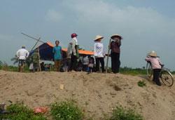 Nông dân Văn Giang dựng lều giữ đất trước ngày bị cưỡng chế.