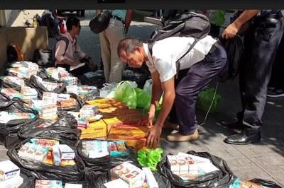 Hình minh hoạ. Hàng cứu trợ của một số mạnh thường quân ở Houston, Texas, Mỹ đóng góp được đưa đến Thái Lan nhân dịp Tết năm 2020