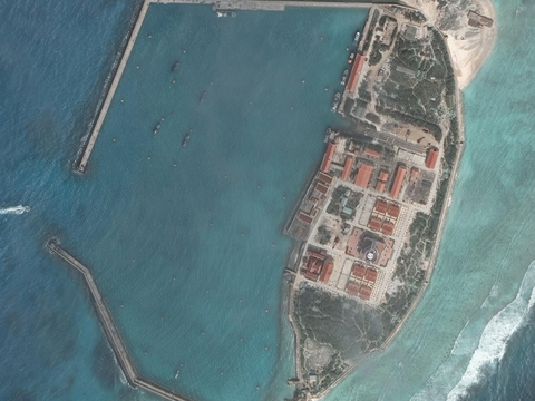 Hình ảnh vệ tinh Đá Tây của Việt Nam ở Trường Sa