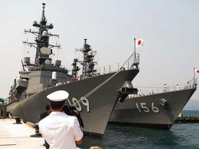 Tàu chiến Nhật trong lần thăm cảng Cam Ranh hôm 12/4/2016.