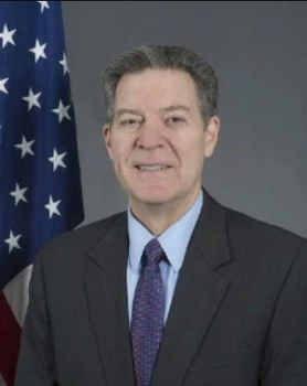 Ông Sam Brownback, Đại sứ Lưu động về Tự do Tôn giáo Quốc Tế.