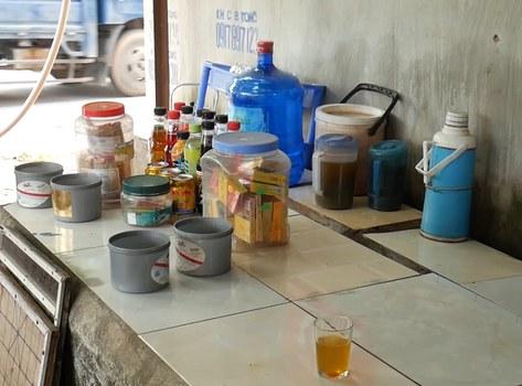 Một quán nước vỉa hè ở Hà Nội.