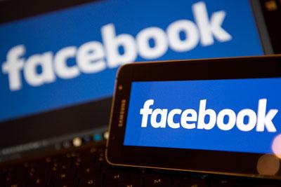Biểu tượng facebook trên điện thoại di động.