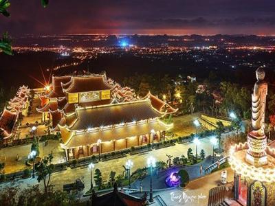 Toàn cảnh chùa Ba Vàng