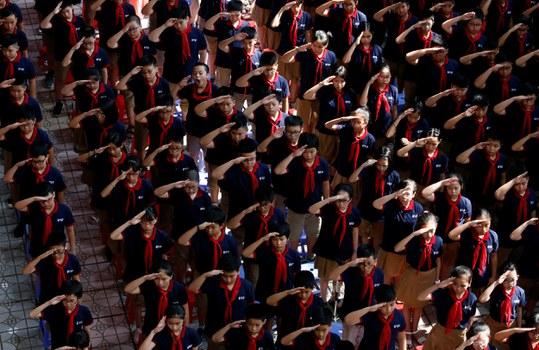 Học sinh trường THCS Đoàn Thị Điểm, Hà Nội trong ngày khai trường.