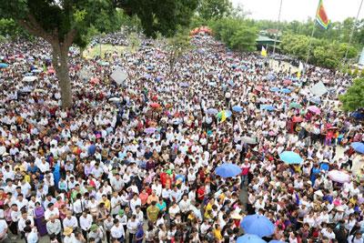 Giáo phận Vinh biểu tình vì môi trường ngày 15 tháng Tám tại nhà thờ Xã Đoài. Photo by Giáo phận Vinh's Facebook