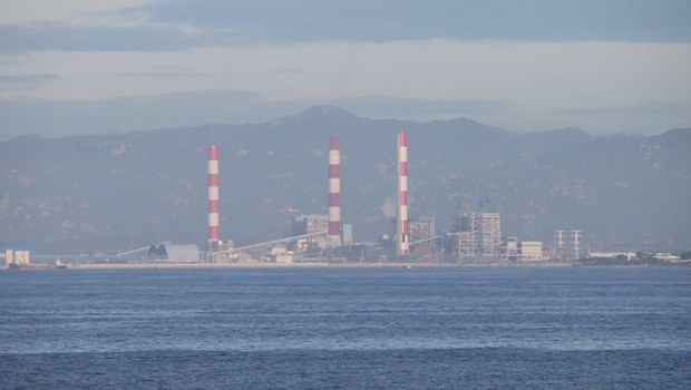 Nhà máy nhiệt điện Vĩnh Tân, Bình Thuận được Trung Quốc đầu tư 95% vốn, bị người dân địa phương phản đối gây ô nhiễm môi trường.